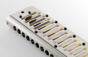Suzuki-bass-chromatic-harmonica-S-48B-reeds-p.jpg